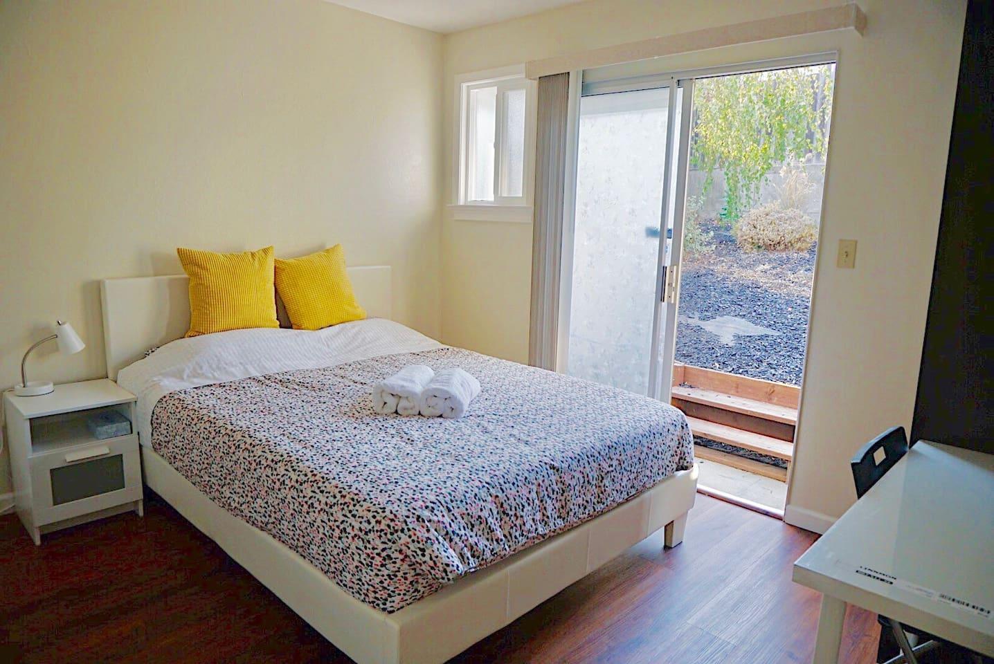 Room A2 - Queen Bed with sliding door to backyard