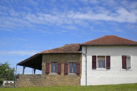 Ancienne Ecole Bed and Breakfast - Beam Room - Cazaux-Villecomtal - Pousada