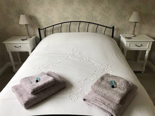 Laurel Bank Court - Lovely bright double room
