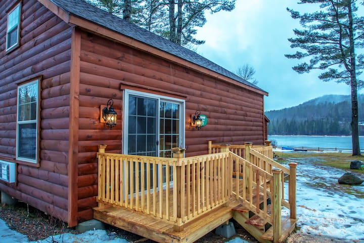Rosewood Villa 3 cozy high-end cabin on the lake!
