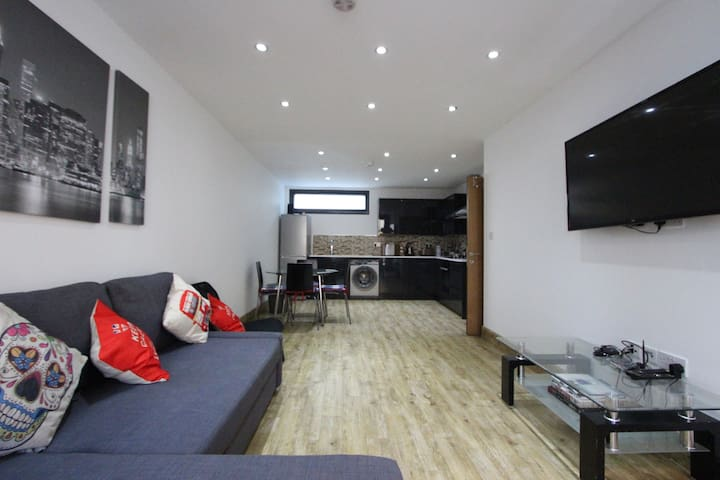 Stunning 2nd Floor One Bed Close to Marble Arch