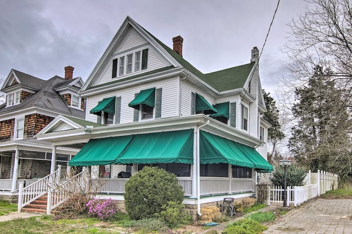 Cambridge Colonial Home, Walk to Town & Waterfront