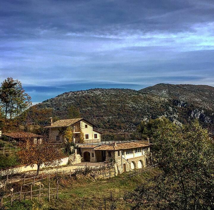 Casale immerso nei boschi dell'Abruzzo