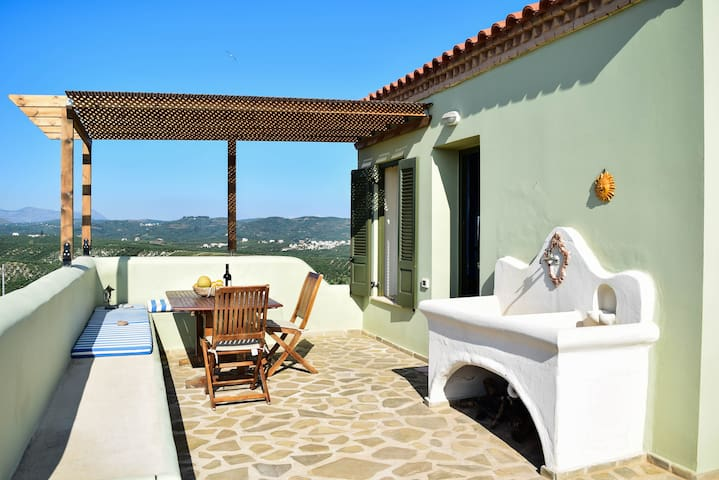 Beautiful calm rooftop studio with stunning views