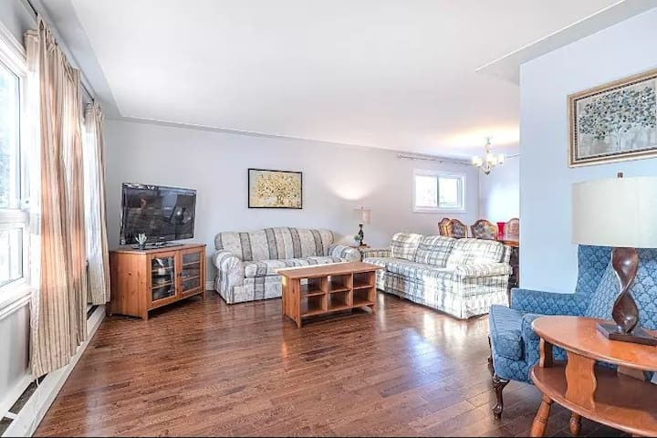 Beautiful 2 Bedroom Apartment! Near Vic Hospital!