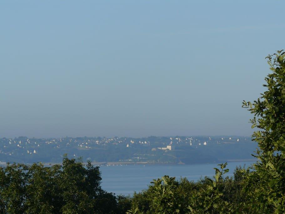 les voisins d'en face (Le Frêt et l'Ecole navale), vu de la terrasse supérieure