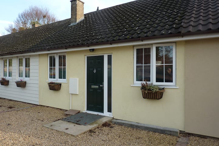Well presented cottage bungalow.