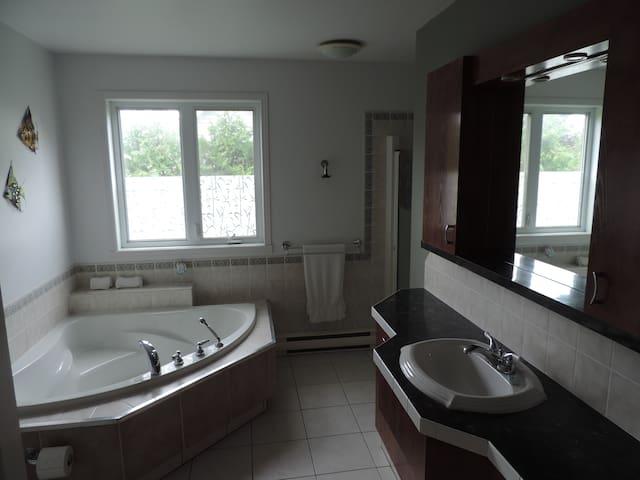 Maison 5 chambres, accès privé au lac