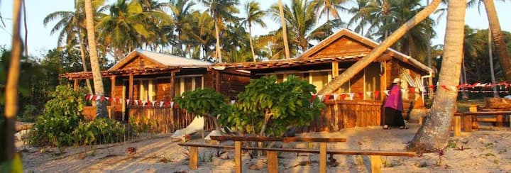 Teukava Beach Oasis:  Queen Studio Fale