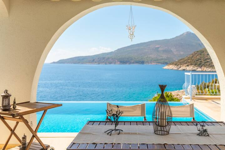 Mediterranean Gem on the water with infinity pool