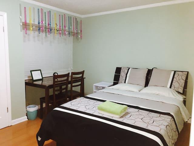 Westbank Modern Cozy room w/ Memory Foam Bed