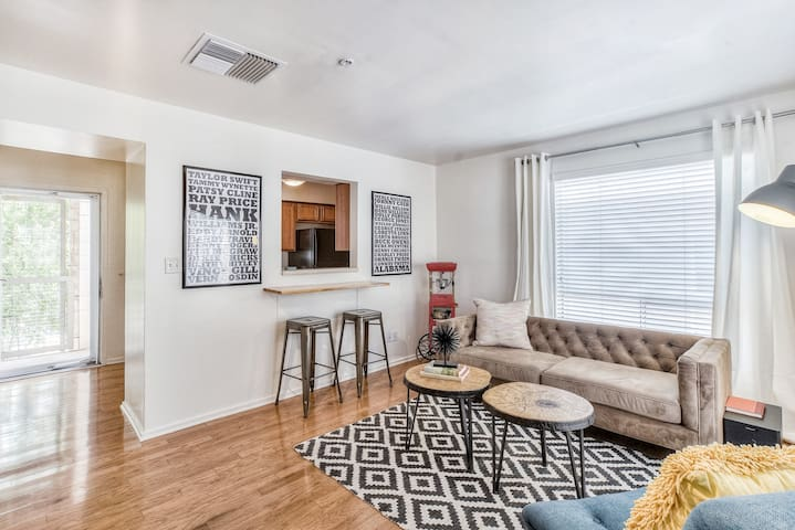 Riverside Condo Near Downtown