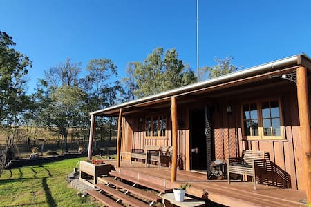 Beautiful log cabin with amazing views and sunsets