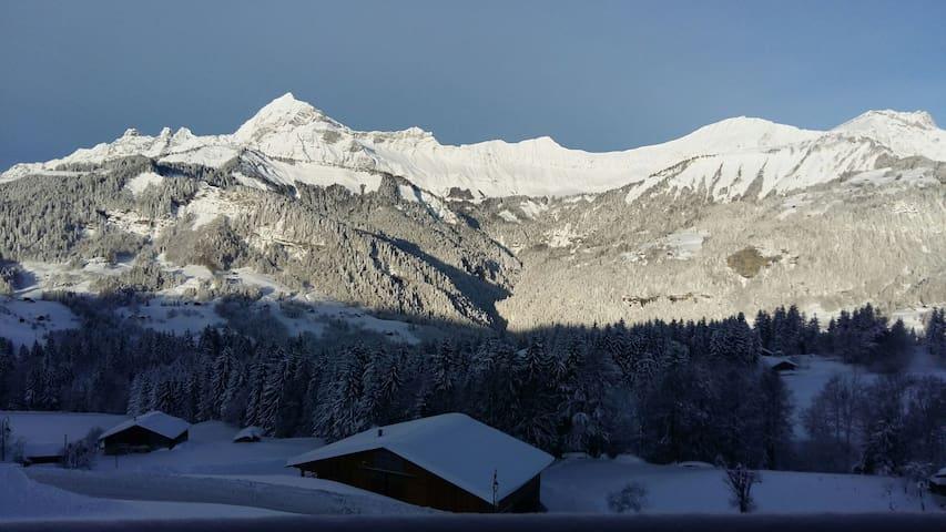Maison entre lac et montagnes