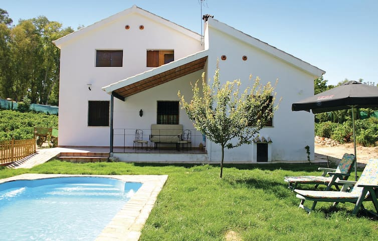 Holiday cottage with 3 bedrooms on 135 m² in Montemayor