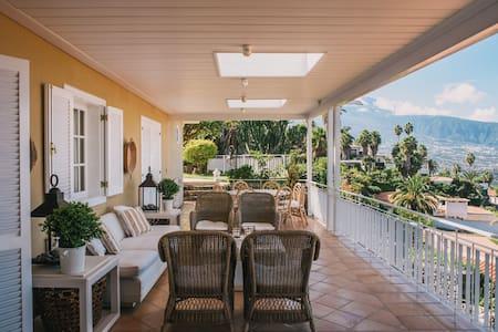 """Villa Deluxe """"Vista Paraiso"""" - Santa Ursula"""