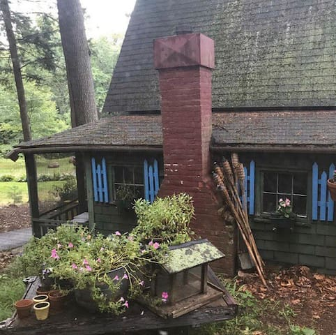 Historic Fairytale Cottage. Perfect artist retreat
