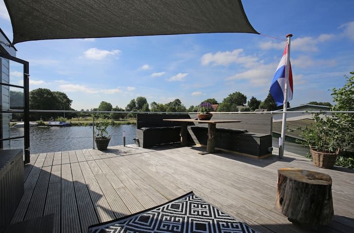 Zandvoort Formula 1 Houseboat close to racetrack