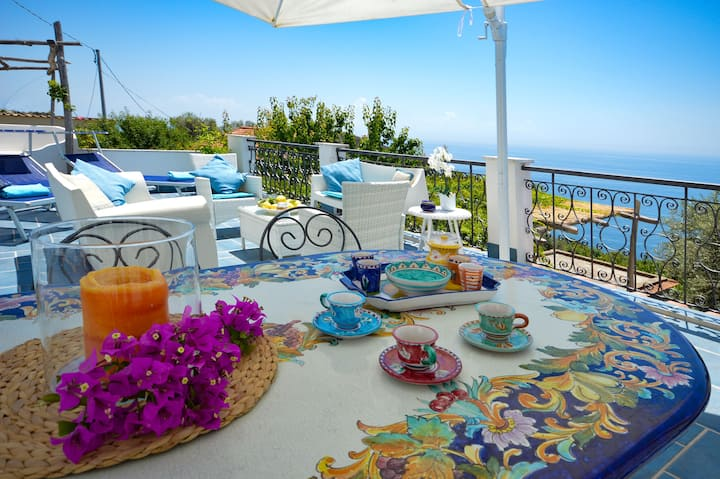 VILLA WITH  TERRACE 10 MINS FROM THE BEACH