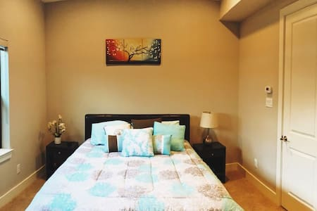 Cozy bedroom in East Downtown: Private Entrance! - Houston - House