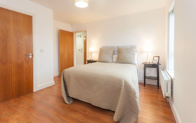 New 2 bedroom/2 bathroom Apartment/Parking/Wifi/TV