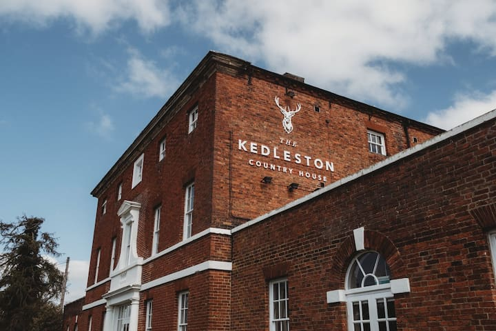 The Derbyshire Suite, Kedleston Country House B&B