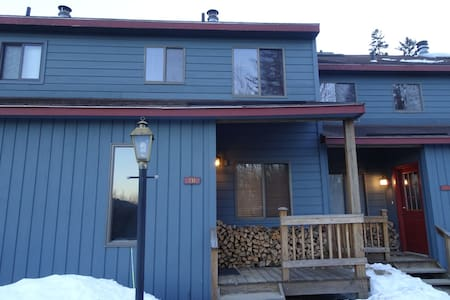 Cozy Bear-Fully Equipped Townhome 5mins to Mt Snow - ドーバー