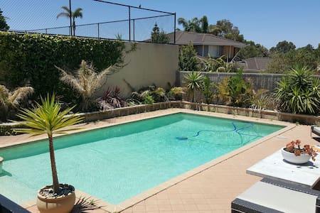 Beautiful Beachside villa - Hillarys - Villa