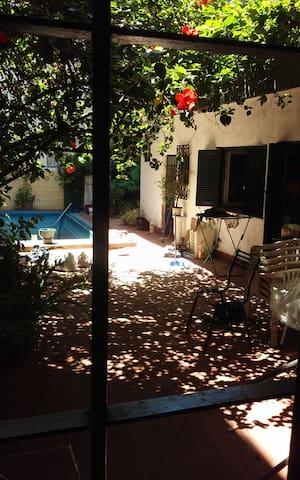 casa tipo hostal , habitaciones comparartidas 3 ,4 - Buenos Aires - Rumah
