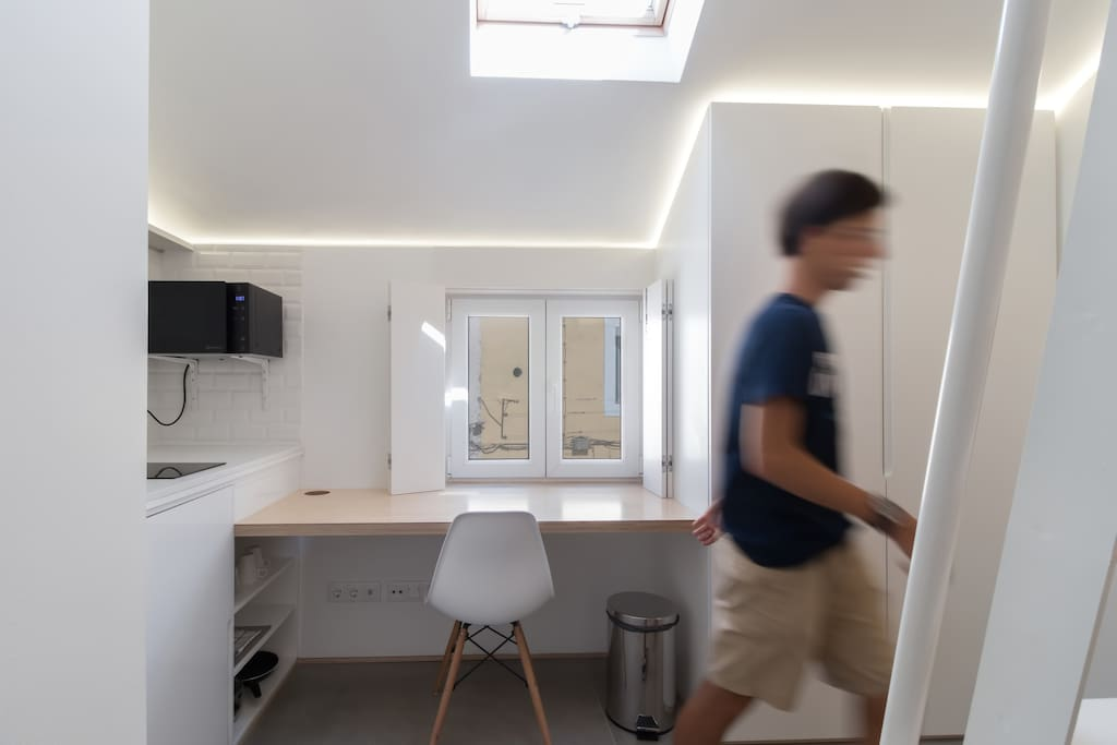 Being on the top floor, its 2 windows ensure you have plenty of natural light!