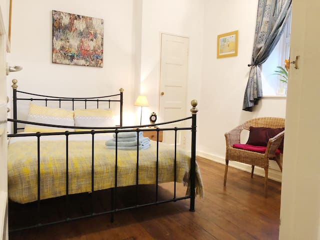 Cosy Central London King's Cross St Pancras flat