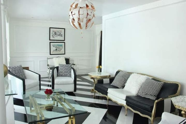 Tastefully decorated Ebony B&W Style Living Room