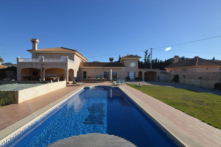 Spacious Villa with Private Swimming Pool in El Algar