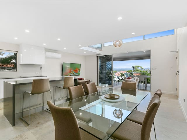 Exquisite Penthouse with views to Laguna Bay