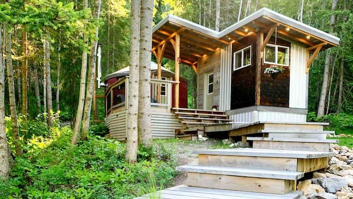 Two Ravens Yurt: Romantic, Modern, Eco-Friendly.