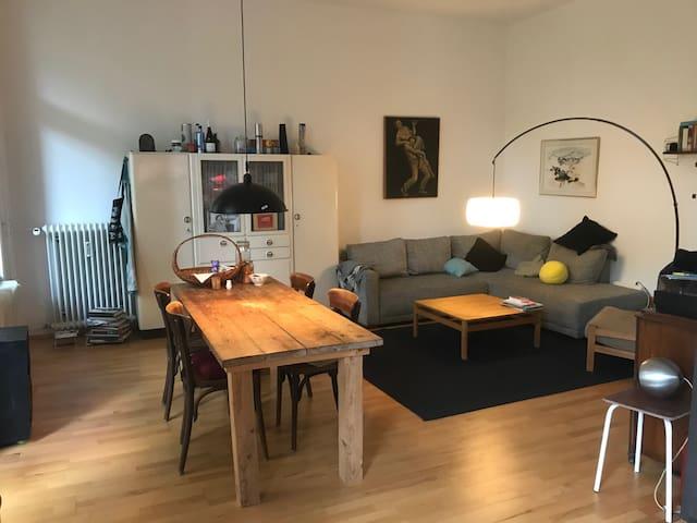 Großzügige Wohnung mitten in Kreuzberg