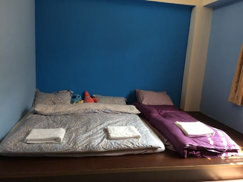 Blue Sunshine room ~藍色的陽光房(故宮在後面)~