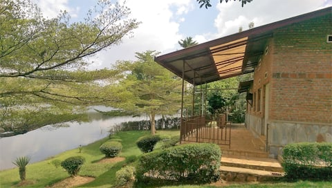 """Umufe"" Family Home - Duha Cottage on Lake Muhazi"