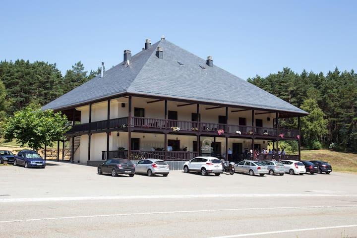 HOTEL EN LA MONTAÑA DEL CAMINO DE SANTIAGO