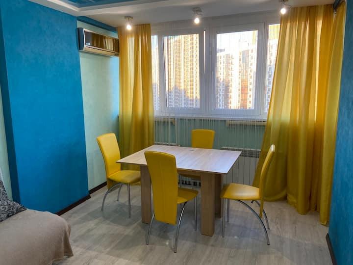 красивая двух комнатная квартира с кухней студией