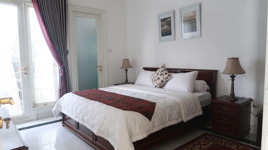 Bedroom 1 (Double bed), AC, Bathroom, Garden view.