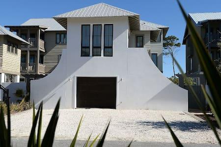 Beautiful High End 1 Bed / 1 Bath Carriage House - Panama City Beach - Gæstehus