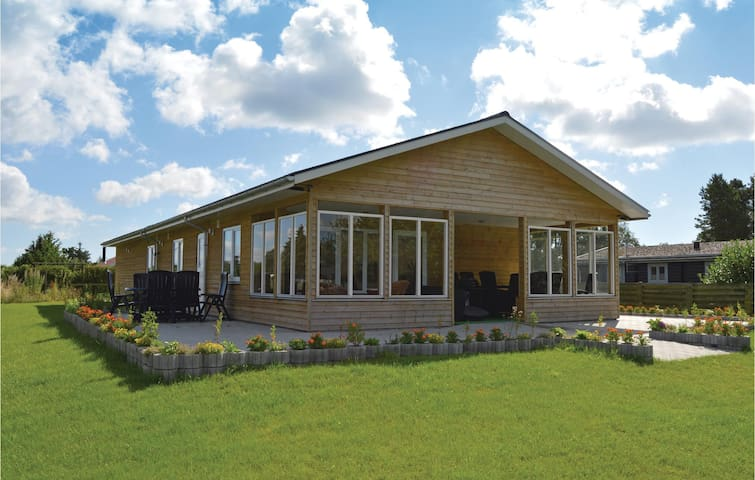 Holiday cottage with 3 bedrooms on 108m² in Juelsminde