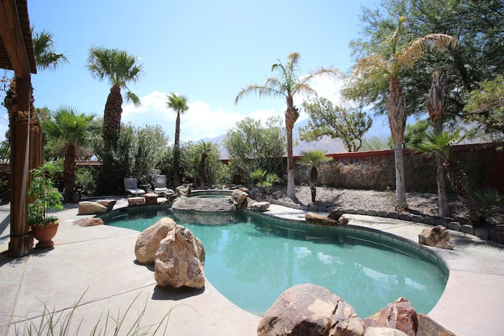 The Ultimate Luxurious Retreat in Palm Springs!