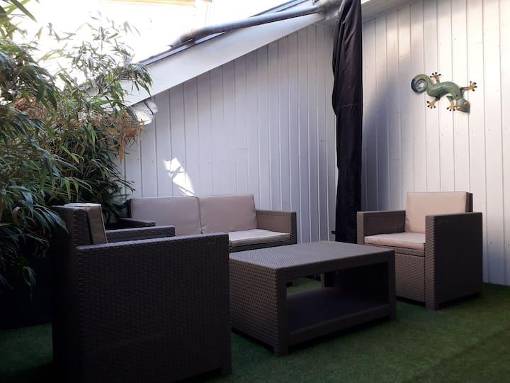 T2 hyper centre, équipé, avec terrasse