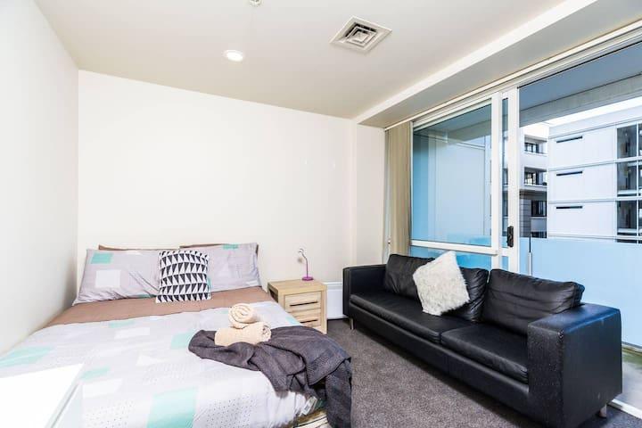 A Cozy Inner City Apt + 2 Balconies + FREE Wi-Fi