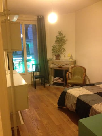 Spacious room in the 20th arrondissement