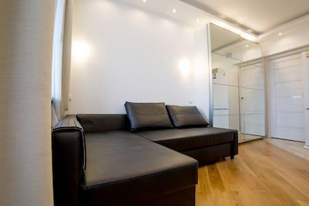 Новая дизайнерская Евро-студия 25м.кв. с лоджией - Vsevolozhskiy rayon - Apartamento