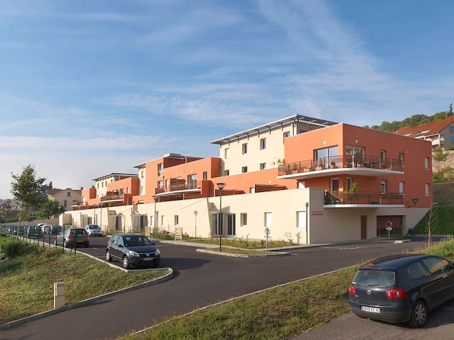 Appartement de standing proche centre + parking