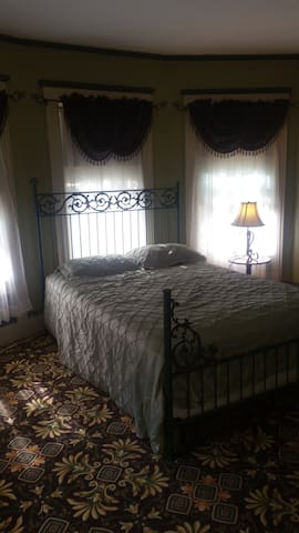 Sunny 1 1/2 suite in victorian  home - Haverhill - Hus
